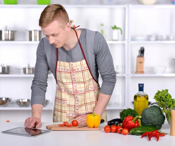 Cozinhar requer muito mais que conhecimento, requer prática! Então, mão na massa! É hora de colocar nossas dicas em prática e se arriscar mais na cozinha! Confira abaixo quais são e veja que cozinhar da sua maneira pode ser mais gostoso do que imagina!